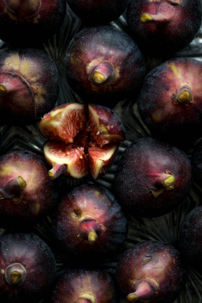 Figs with cut feature