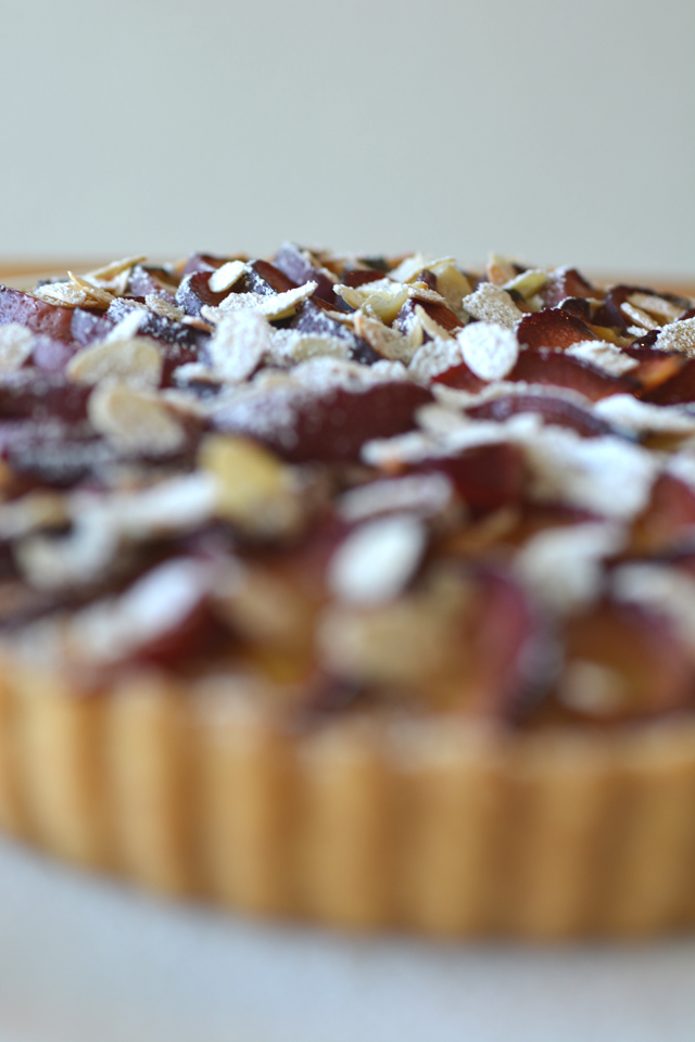 An out of focus image of a plum tart as an example of a common beginner food photography mistake. Example by Lauren Short of Food Photography Academy.